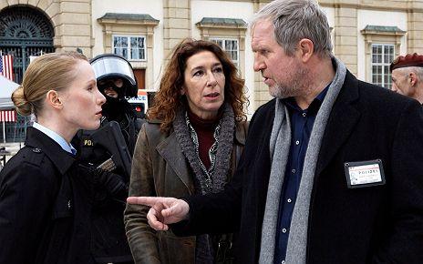 """Harald Krassnitzer, Adele Neuhauser, Susanne Wuest in """"Tatort: Zwischen den Fronten"""""""